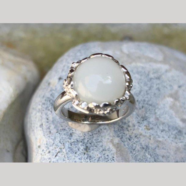 Ring i sølv med månesten