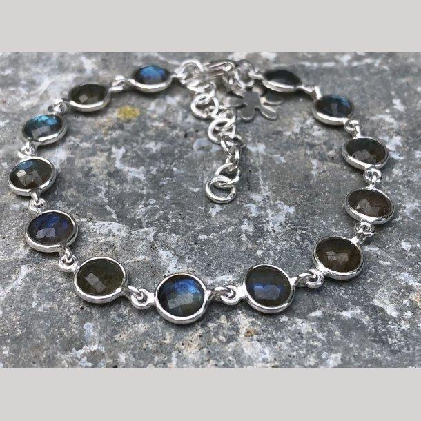 Armbånd i sølv med sten