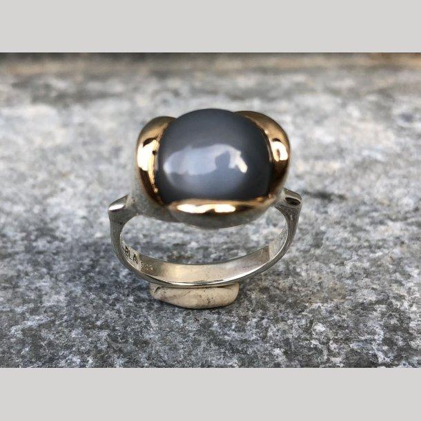 Ring i sølv med 14 krt guldfatning