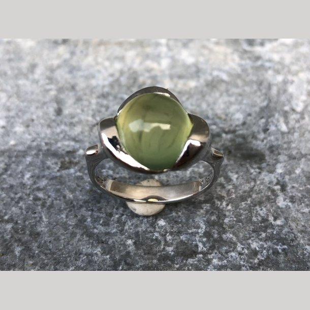 Ring i sølv med grøn kvarts
