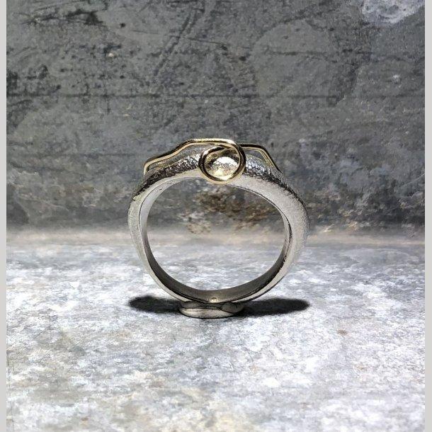 Ring i sølv med 14 krt guldsnor