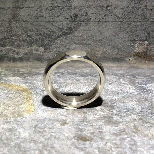 Herrering i sølv med 3 store facetter