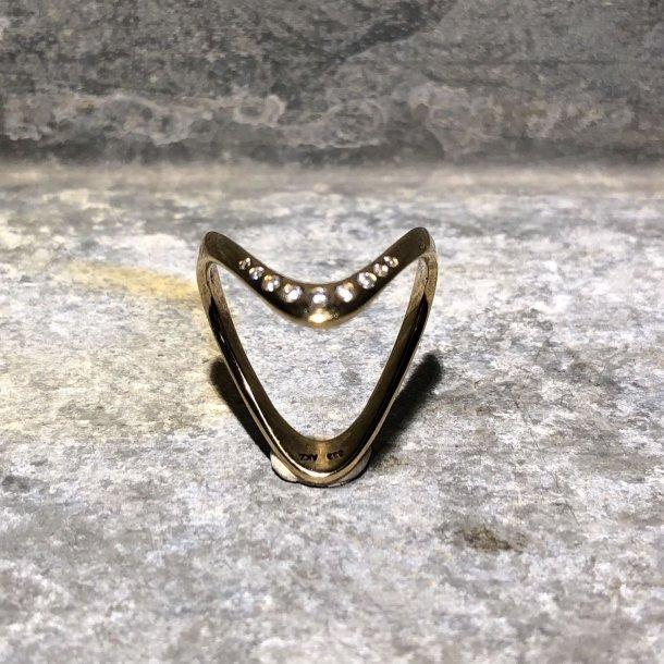 V-ring i 8 krt guld med zirkoner