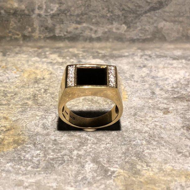 Ring i 8 krt guld med onyx