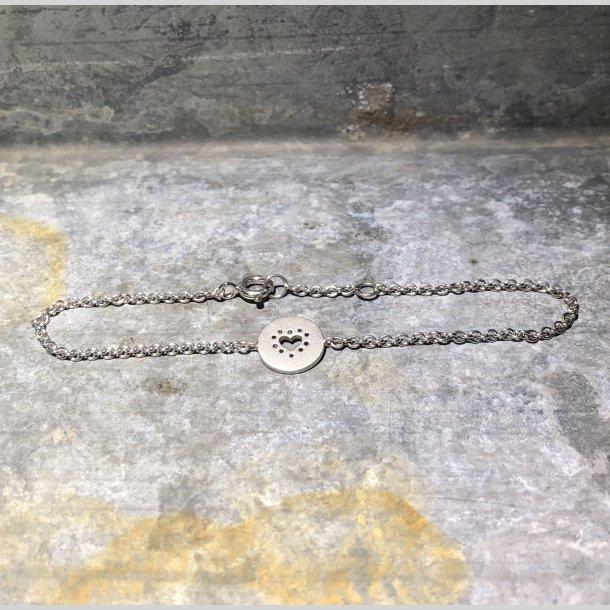Armbånd i sølv med mat rhodineret sølvvedhæng med hjerte