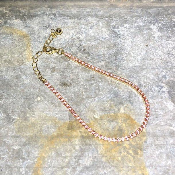 Armbånd i forgyldt sølv med pink zirkoner fra Mads Z