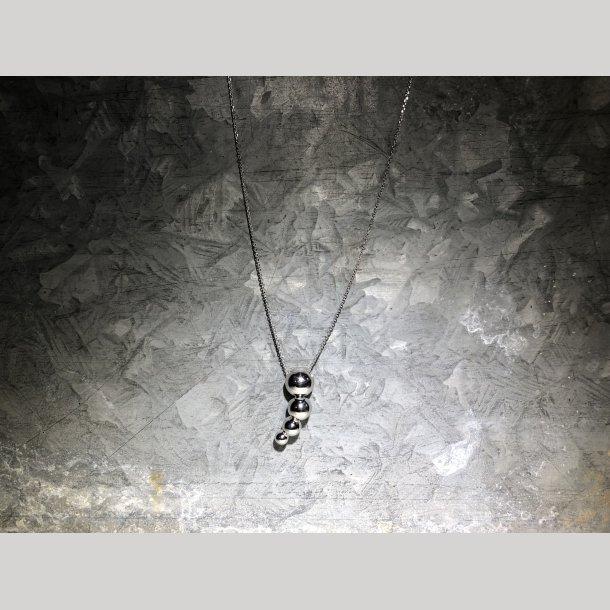 Mads Z kæde med kuglevedhæng i sølv