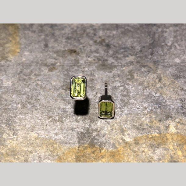 Mads Z ørestikker i sølv med grøn peridot