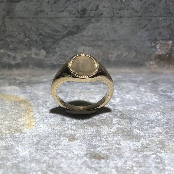Signetring i 14 krt guld fra Mads Z