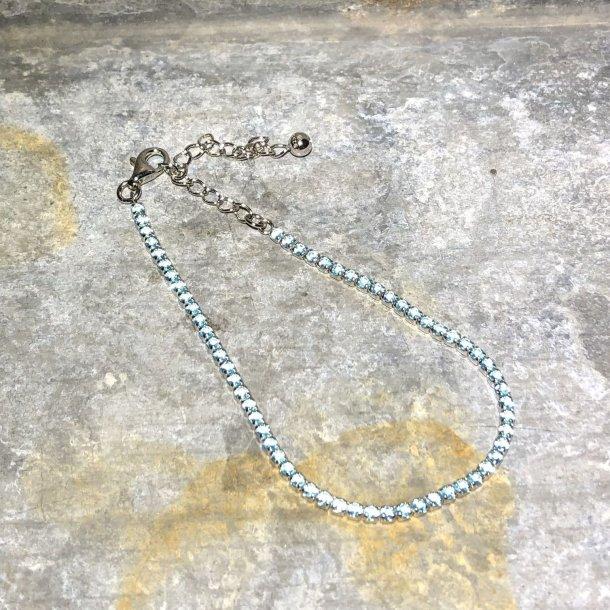 Armbånd i sølv med lyseblå zirkoner fra Mads Z