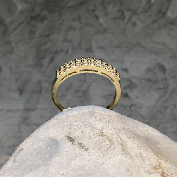 Ring i 14 krt guld med Zirkoner