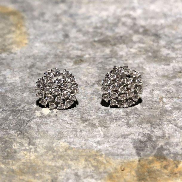 Flotte øreringe med zirkoner fra NOA