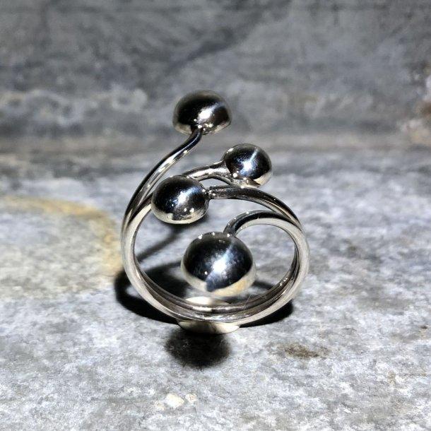 Sølvring med 4 sølvkugler