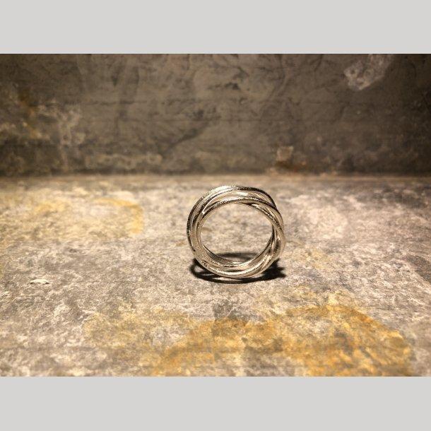 Snoet sølvring fra Susanne Friis Bjørner