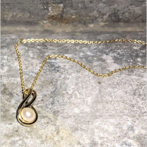Vedhæng i 8 krt guld med 8-tal og ferskvandskulturperle