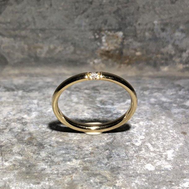 Ring i 8 krt guld med brilliant 0,02 W/P1