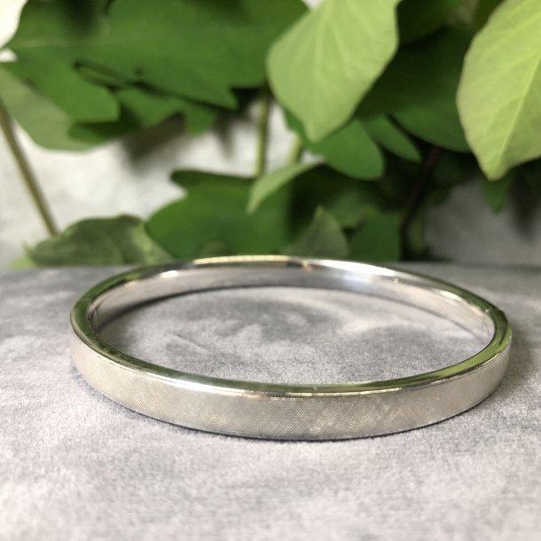 2.nd Hand - Armring i sølv med ciseleret overflade